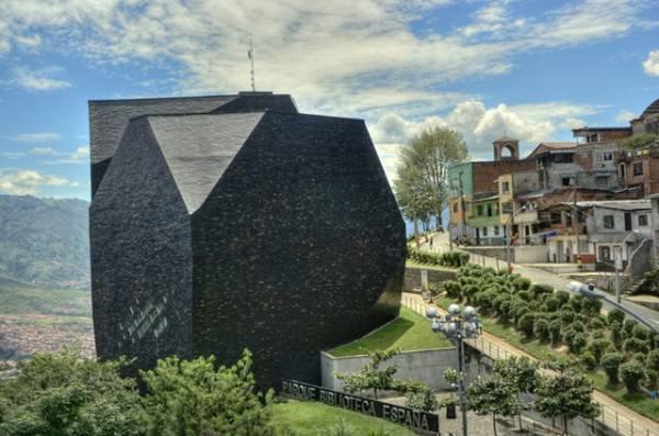 Constructii cu arhitecturi ciudate (9)
