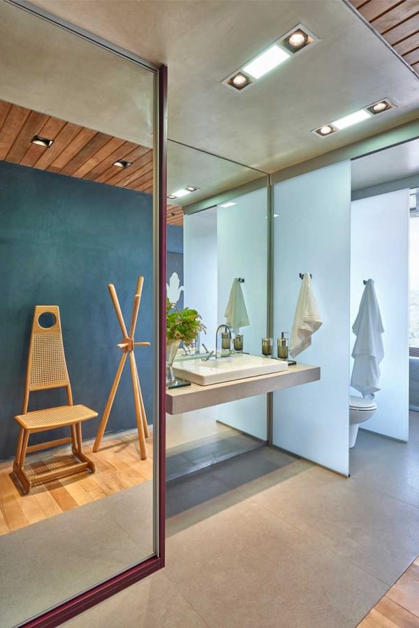 David-Guerra-exhibition-apartment-bathroom