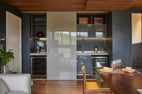 David-Guerra-exhibition-apartment-sliding-kitchen-doors