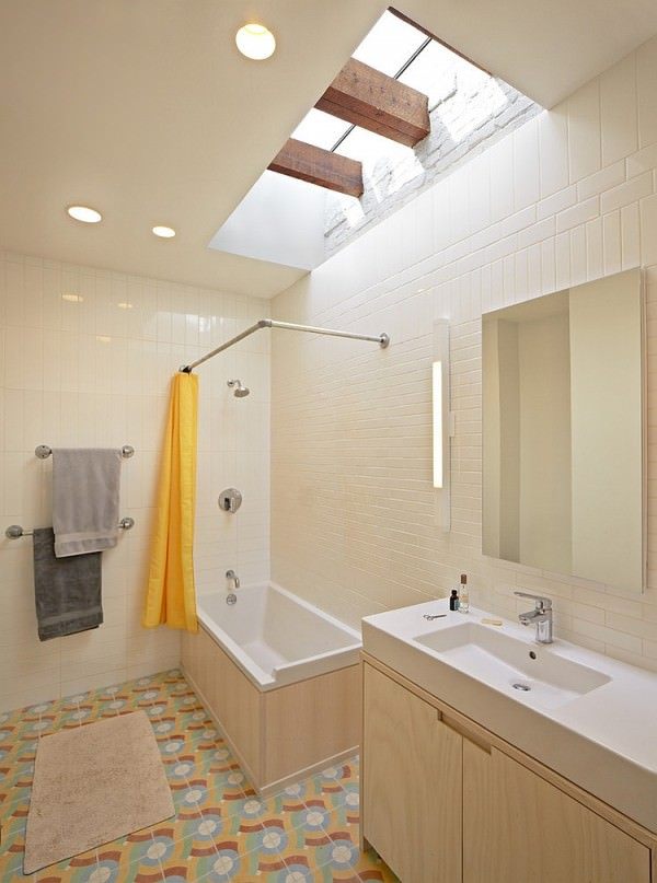 Eclectic-bathroom-with-a-cool-grazing-skylight