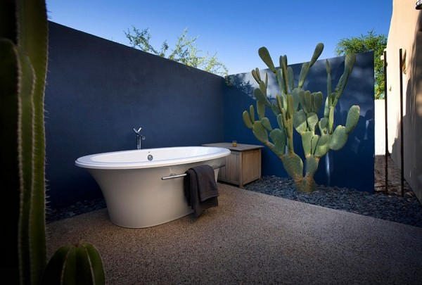 Fabulous-outdoor-Mediterranean-bathroom-with-plenty-of-blue