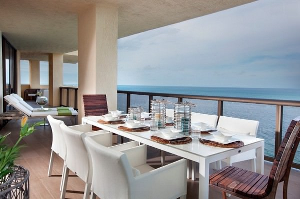 Fabulous-outdoor-dining-space-with-ocean-view