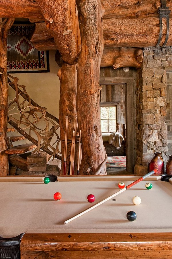 Family-area-of-the-rustic-retreat-with-a-pool-table