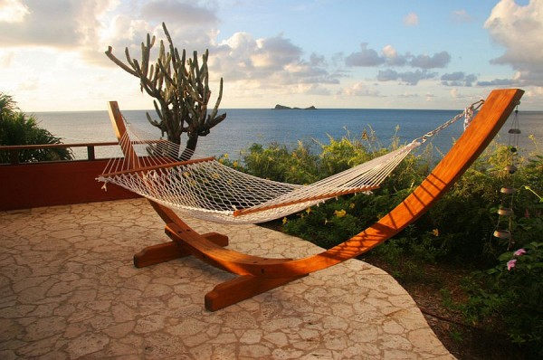 Freestanding-hammock-can-be-set-up-pretty-much-anywhere