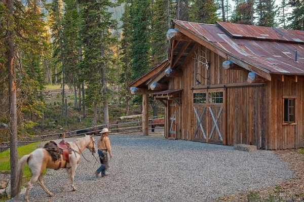 Garage-and-shed-of-the-private-rustic-cabin-in-Big-Sky-Montana