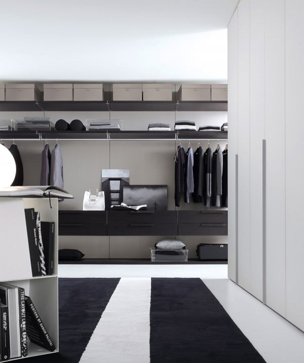 Give-your-master-bedroom-a-stunning-makeover-with-a-smart-walk-in-closet
