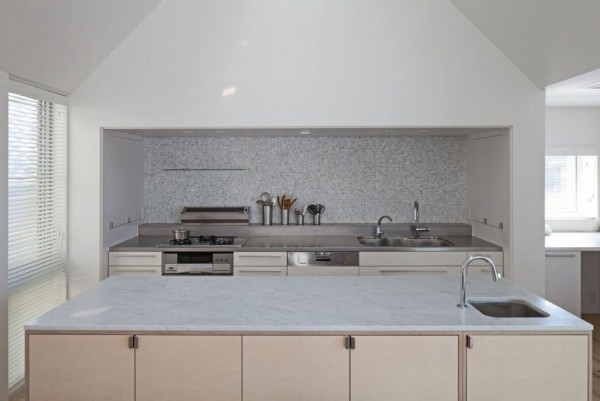 House-in-Yakumo-kitchen-1024x685