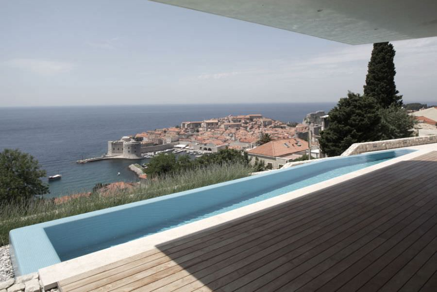 Infinity-pool-that-gives-a-glimpse-of-the-Dalmatian-Coast