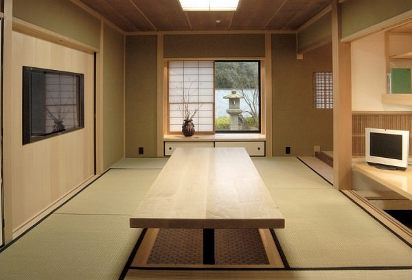 Japanese-style-home-office-with-a-hydraulically-controlled-desk