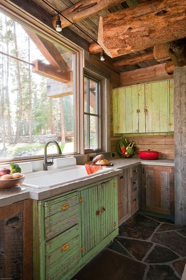 Kitchen-window-above-teh-sink-overlooks-the-scenic-landscape-outside