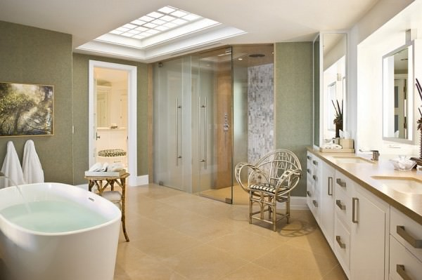 Lovely-contemporary-bathroom-with-cool-use-of-skylight