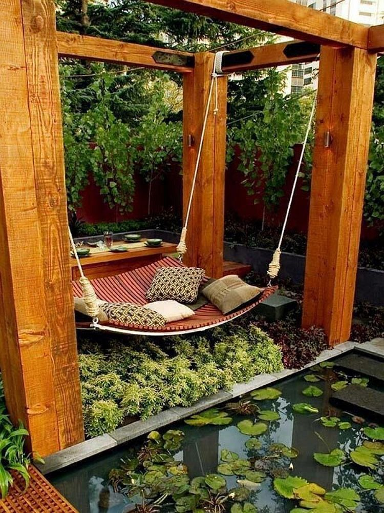 Lovely-patio-with-a-hammock-that-also-doubles-as-a-daybed