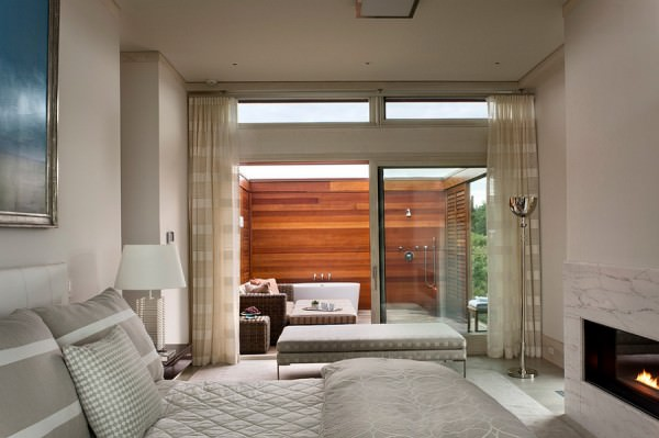 Luxurious-master-bedroom-and-bath-that-connects-with-the-outdoors