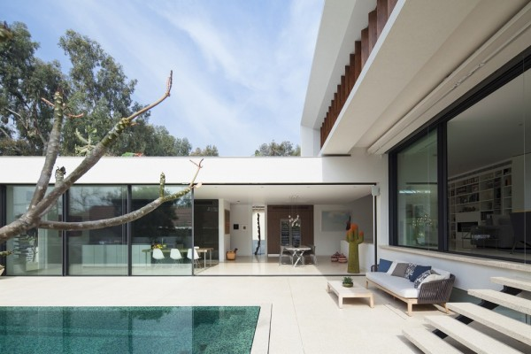 Mediterranean-residence-outdoor-lounge-space
