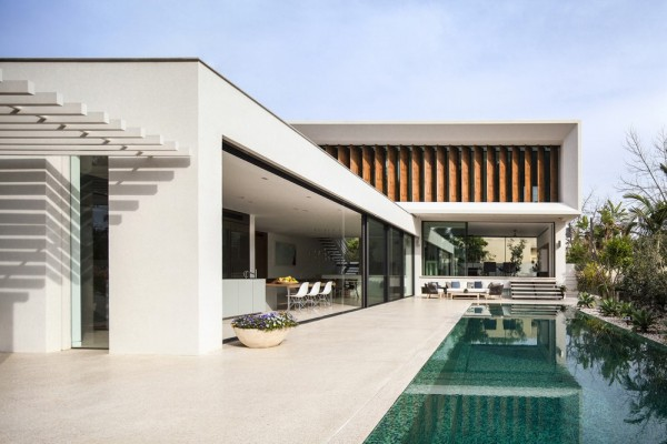 Mediterranean-residence-pool-and-louvers