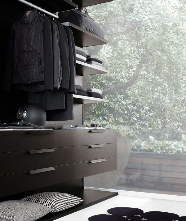 Modern-walk-in-closet-with-complete-range-of-accessories