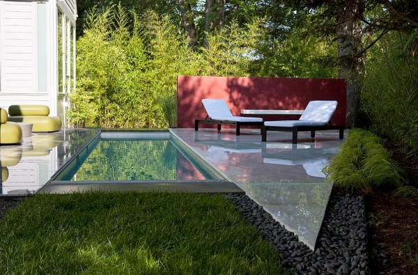 Narrow-pool-plays-to-the-dimensions-of-the-modern-house