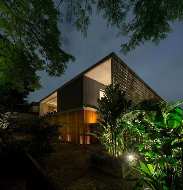 Natural-greenery-around-the-house-adds-to-the-elegance-of-the-private-Sao-Paulo-home