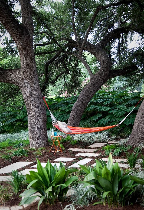 Natural-greenery-offers-ample-privacy-in-this-Austin-backyard