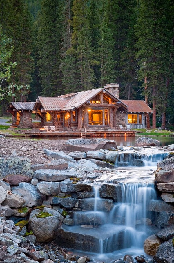 Natural-pond-around-the-cabin-retreat-with-a-magical-water-feature