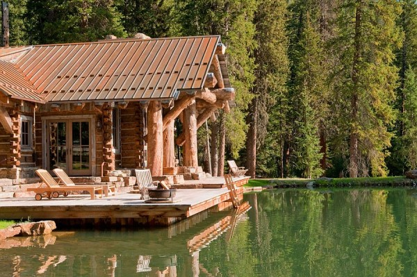 Porch-of-the-rustic-cabin-seems-like-a-perfect-starting-point-for-a-relaxing-swim