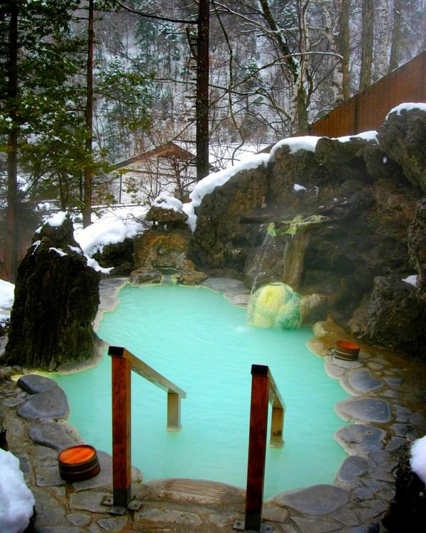Private-Winter-Hot-Tub