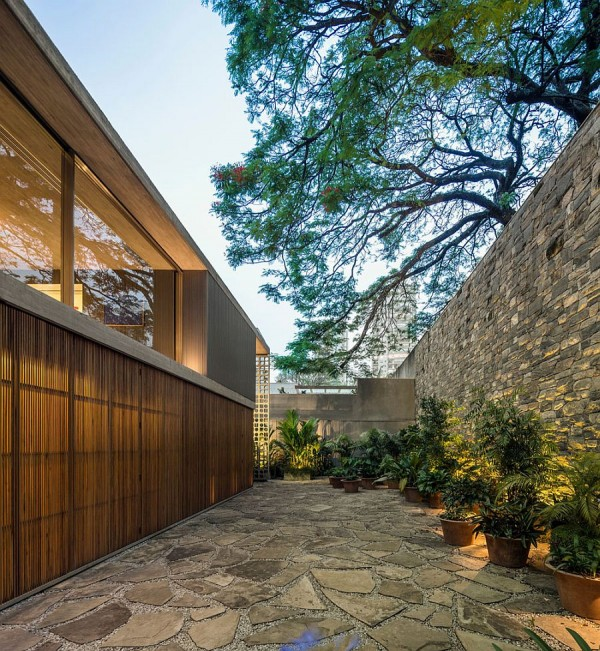 Private-backyard-of-the-B-B-House-with-stone-finish