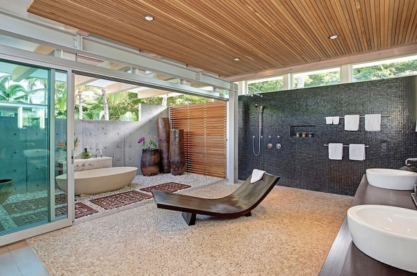 Relaxing-outdoor-bath-design-that-is-conneted-with-an-indor-bathroom