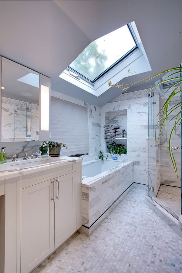 Skylight-breathes-life-into-the-smart-contemporary-white-bathroom