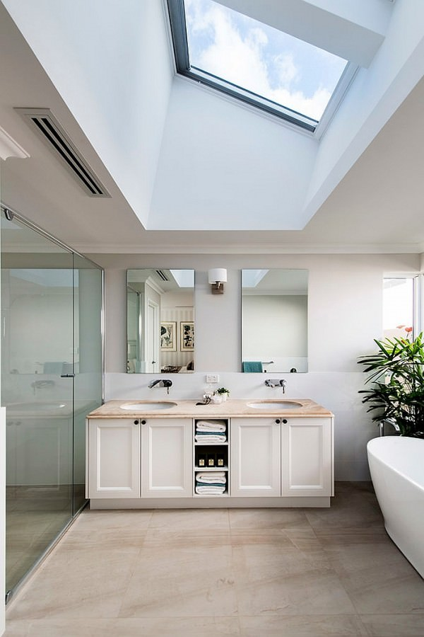 Skylight-brings-drama-and-elegance-to-the-contemporary-bath