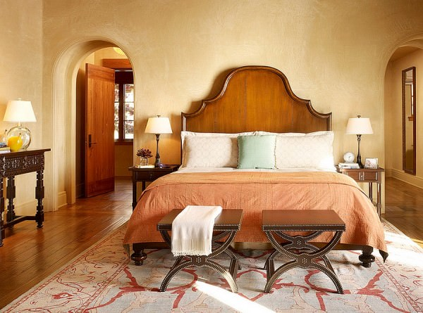 Soothing-bedroom-with-warm-earthen-tones