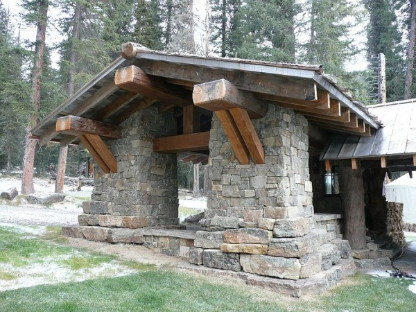 Stone-entrance-of-the-fabulous-cabin-retreat-in-Big-Sky