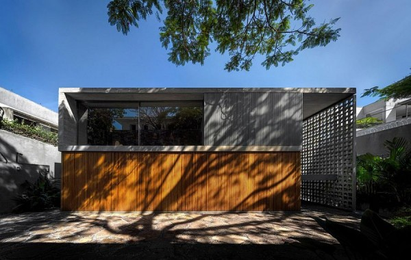Unique-facade-of-the-Brazilian-home-in-wood-and-concrete