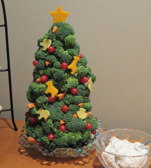 XX-Of-The-Most-Creative-Christmas-Trees-Ever19__605