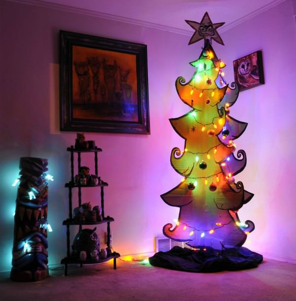 XX-Of-The-Most-Creative-Christmas-Trees-Ever29__880