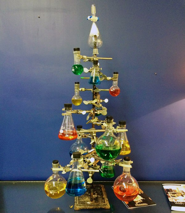 XX-Of-The-Most-Creative-Christmas-Trees-Ever32__700