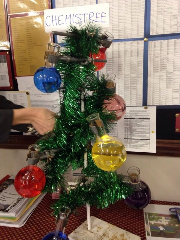 XX-Of-The-Most-Creative-Christmas-Trees-Ever40__880