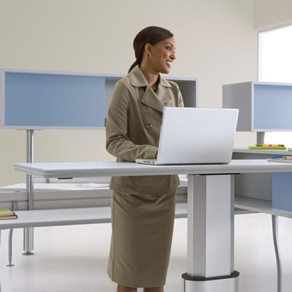 airtouch-height-adjustable-desk2