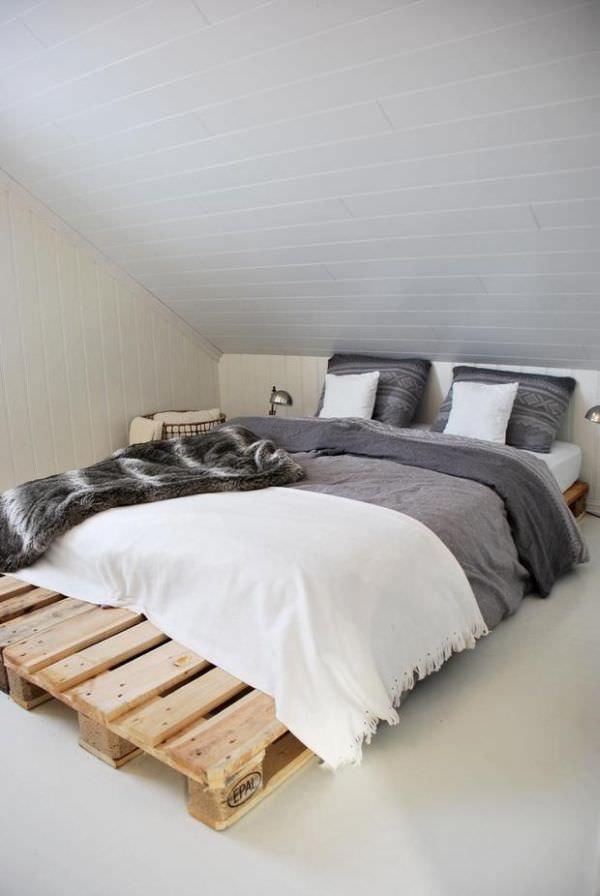 attic-bedroom-pallets-bed