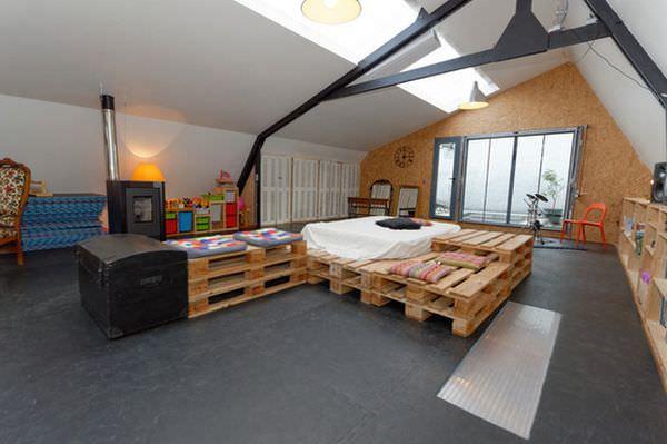 attic-room-big-pallet-bed