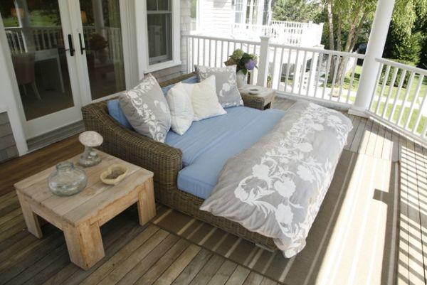 balcony-porch-bed