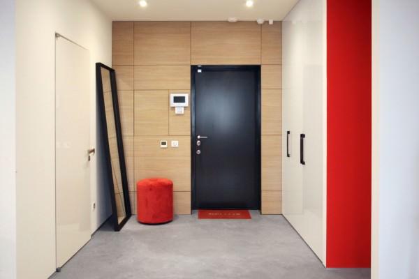 black-front-door-floor-oversized-mirror