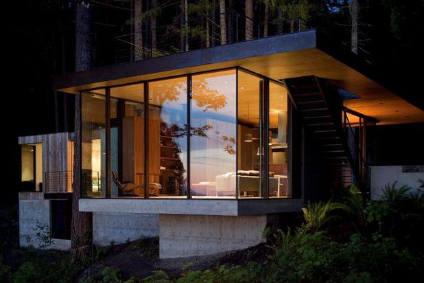 casa pe marginea lacului