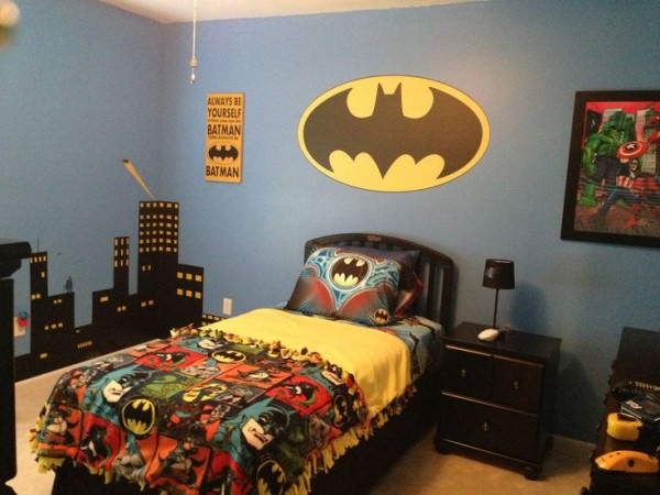 colorful-bedding-batman-superhero-themed-room