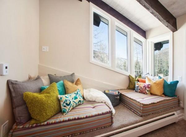 cozy-floor-mattress-nook-reading