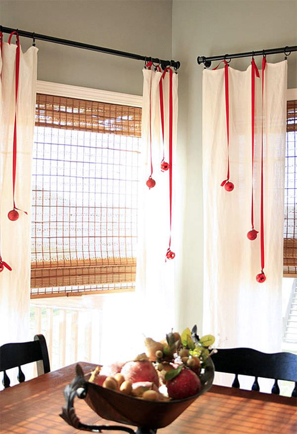 decorate-curtains-with-ribbons-for-christmas