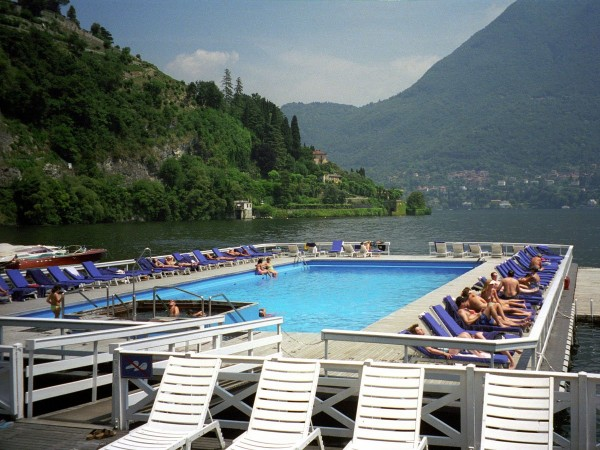 feel-like-youre-swimming-in-lake-como-at-the-villa-destes-floating-pool