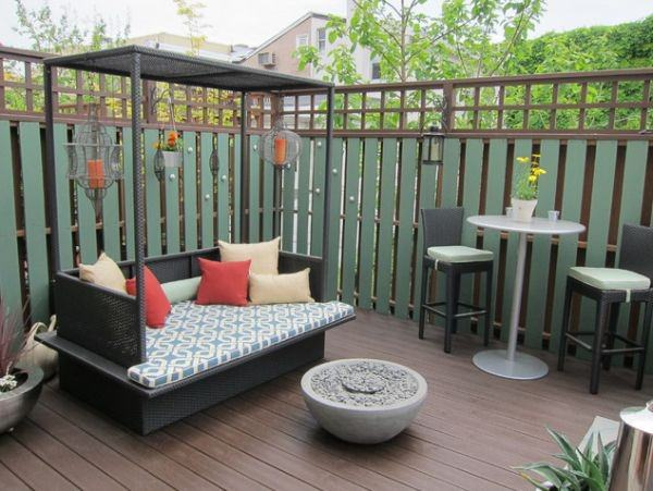 fence-backyard-bed