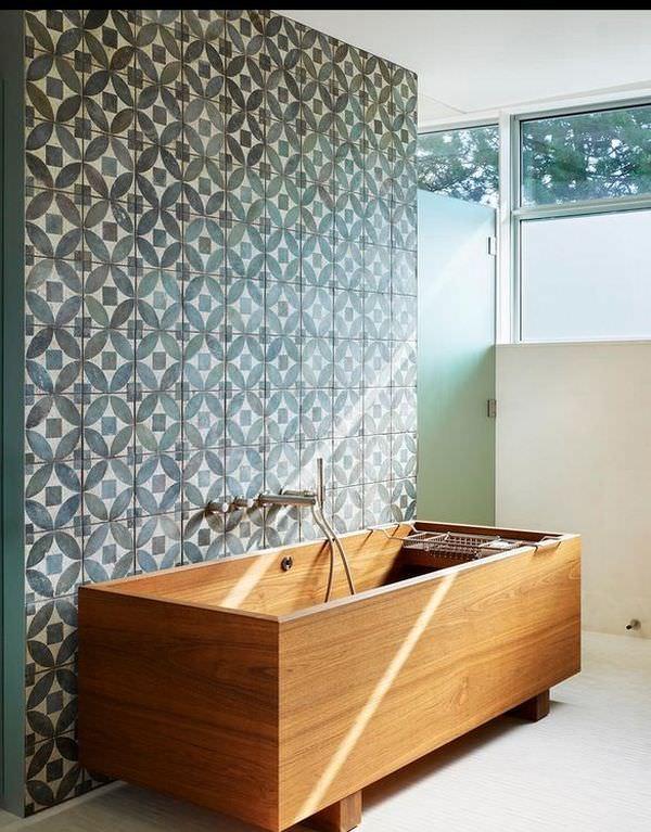 floral-tiles-wooden-bathrub