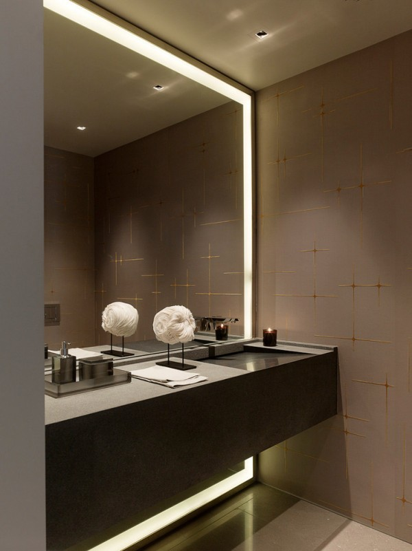 framed-floor-to-ceiling-mirror-with-lights